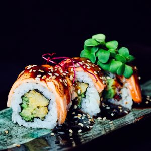 flamed-salmon-roll